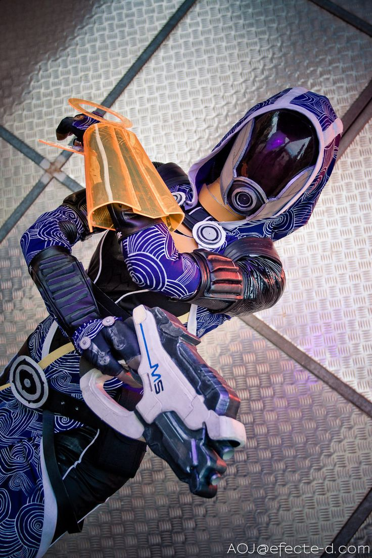 Tali'Zorah vas Normandy cosplay from Mass Effect. Loving the attention to detail on this one!
