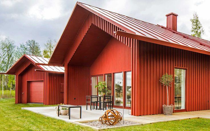 Villa Vallmo är inspirerad av traditionella svenska mangårdsbyggnader och ladugårdar men är samtidigt mycket modern, bekväm och utrustad med högsta standard. Det första exemplaret av Villa Vallmo har JB Villan