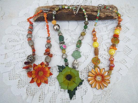 Collane colorate con fiore di cuoio dipinto a mano