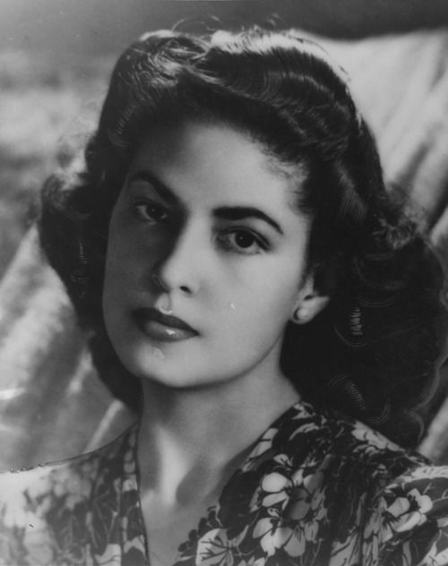 Mexican singer, pianist and composer (Bésame Mucho) Consuelo Velázquez.    May 31, 1944