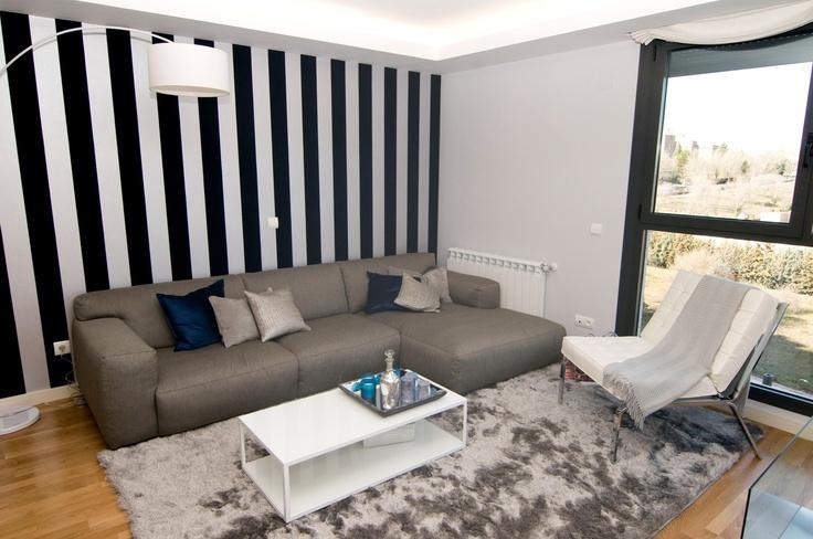 El papel pintado a rayas nuestra propuesta de decoración en el salón de Residencial Célere Tres Cantos #Madrid