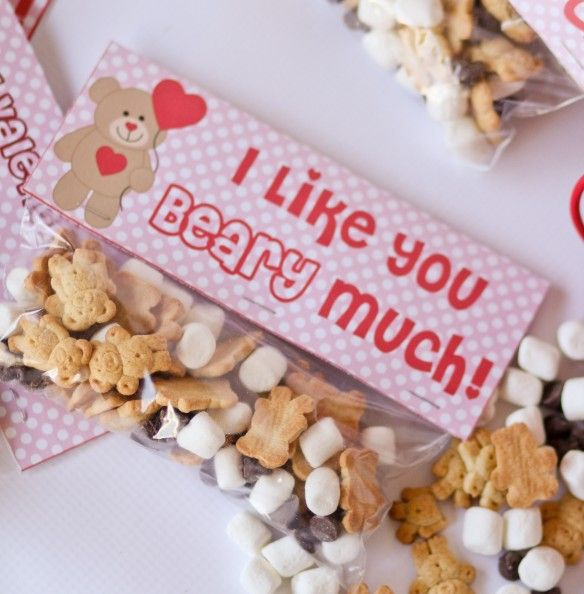 Free printable for a valentine snack.  Backside has a TO and FROM