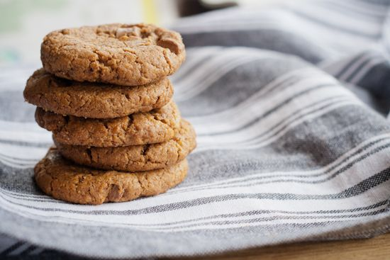 flourless almond butter chocolate chip cookies | london bakes