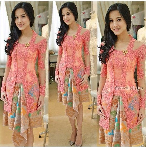Kebaya kutu baru with kain bali by @Vera Kulikova Anggraini, so adorable