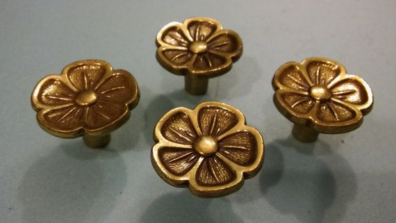 VINTAGE POPPY KNOBS Lot of 4 Cast Solid Brass Knobs,Flower Knobs,Vintage Poppy Knobs,Keeler Poppy Knobs,Knobs and Pulls,Home Improvement