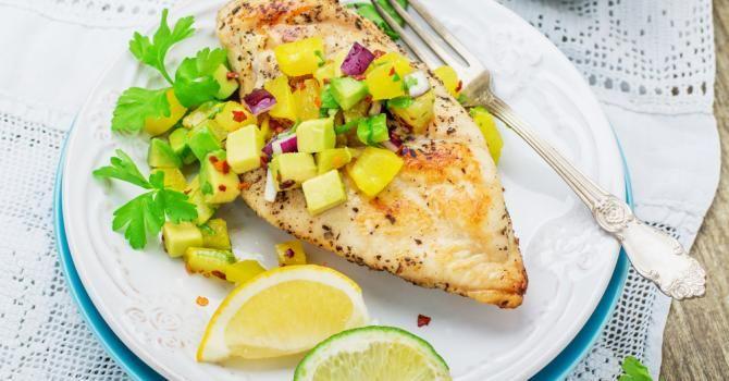 Recette de Poulet grillé à la salsa d'ananas drainant. Facile et rapide à réaliser, goûteuse et diététique. Ingrédients, préparation et recettes associées.