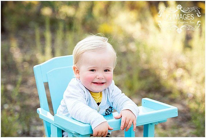 Photographer bathurst child in vintage highchair blue highchair prop bushland photo outdoor