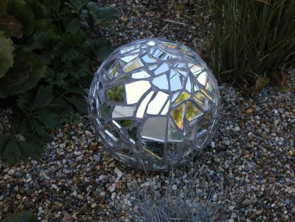 Bowling ball yard art. Bowling ball covered with broken mirrors and grouted.: Broken Mirror, Ball Covers, Yard Art, Mosaics Mirror, Bowls Ball Gardens, Gardens Art, Tile Grout, Mirror Ball, Ball Yard