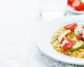 Salade de quinoa aux crudités : http://www.fourchette-et-bikini.fr/recettes/recettes-minceur/salade-de-quinoa-aux-crudites.html