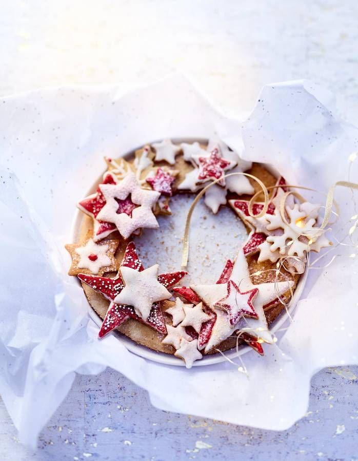 Recette classique des fêtes de fin d'année, les biscuits sablés épicés de Noël séduisent toujours petits et grands gourmands. Faciles et rapides à faire et souvent préparés avec des fonds de placard, ils se déclinent à l'infini : glacés, vernis, fourrés, cacaotés… et sont tous �...