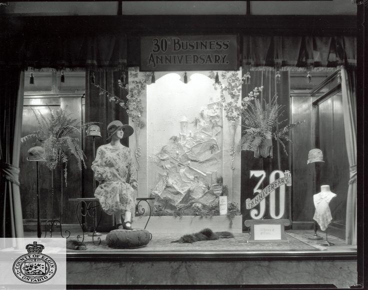 store window christmas displays   30 th Anniversary window display, 1926.