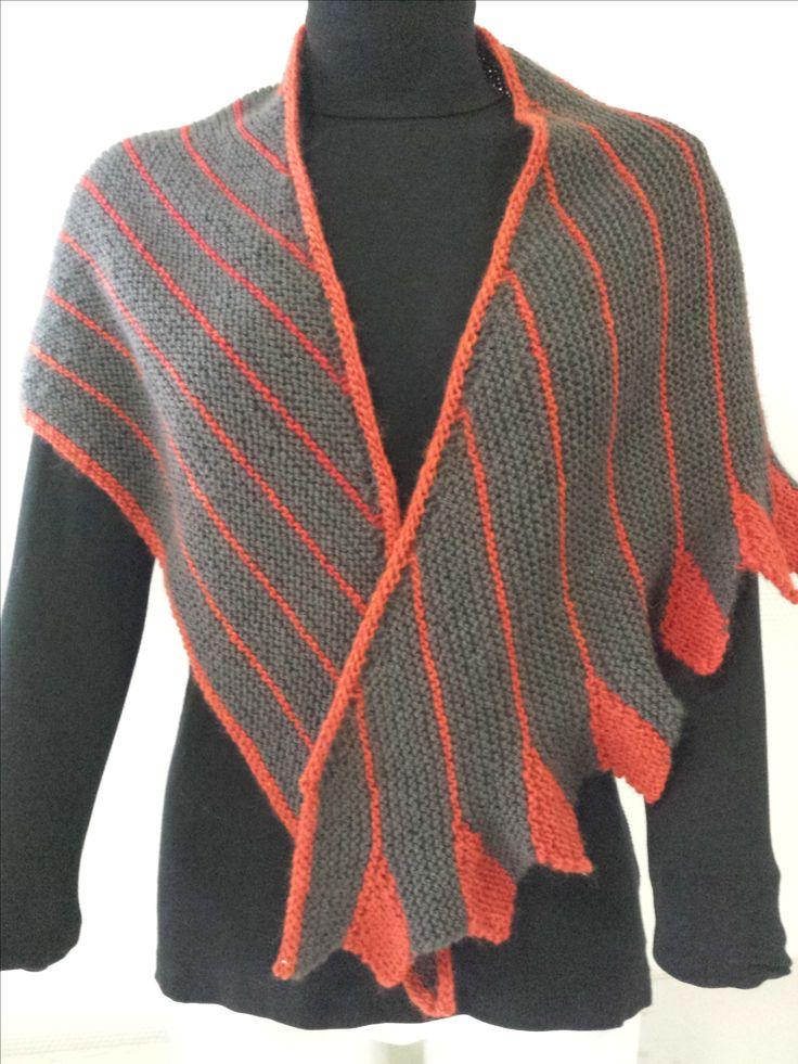 De Drakensjaal Gomitolo is op verschillende manieren te dragen