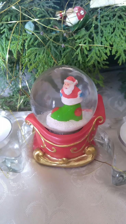 Snow globe with Santa on sleigh
