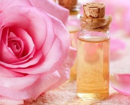 Comment faire une lotion tonique faciale maison. Appliquer une lotion tonique faciale est une étape importante dans le rituel quotidien des soins de la la peau du visage, car c'est un produit idéal pour rafraîchir la peau, aider à fermer les pores e...
