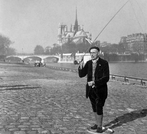 Robert Doisneau (1912 - 1994) - Pecheur à la mouche seche, Paris, 1946
