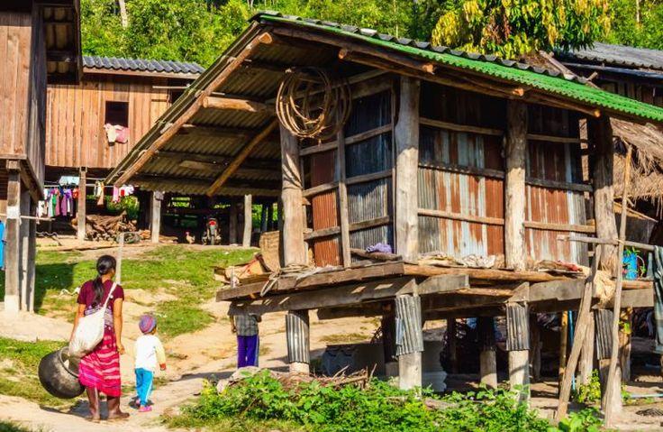 Hmong landsbyer er nu engang også rigtig hyggelige! Hmong folket bor i Thailands højland omkring Chiang Mai i huse lavet på traditionel manér, og de laver håndværk og kunsthåndværk, som de altid har gjort.