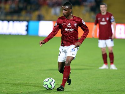 Bouna Sarr, French-Guinean footballer who plays as a winger for FC Metz, French club in Ligue 2. He's born in 1991. He also plays for Guinean National Football Team.