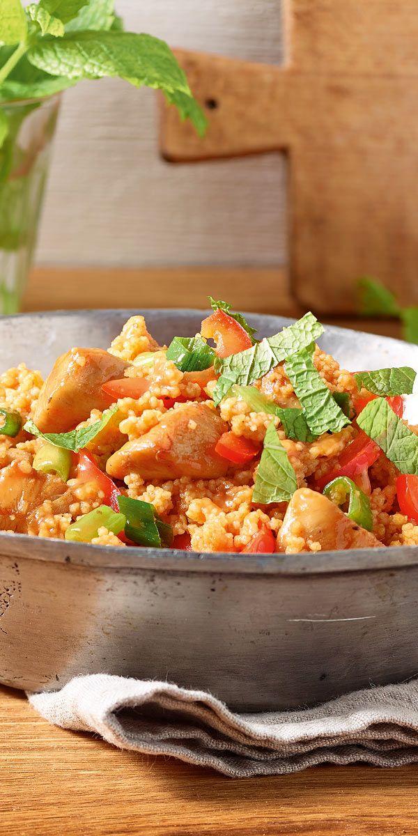 Ein frisches Gericht mit Hähnchenfleisch und Minze: so lecker schmeckt unsere Couscous-Pfanne! Das Tolle an diesem Rezept: Es ist fix zubereitet und eignet sich perfekt als Essen nach einem langen und anstrengenden Tag.