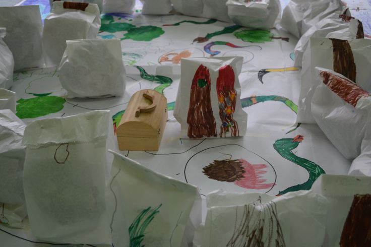 Snakes, a lion, a big vulcan, a lot of very high mountains and...the Treasure! 3-5 years children. At school.