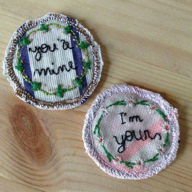 You + Me | filo di cotone su cotone #art #artoftheday #handmade #madeinitaly #ricamo #agoefilo #lettering #embroidery #pins #you #me #textile #design #craft #fromanotheroom #rossellaogliarulo #rossellagiasai #artigianato