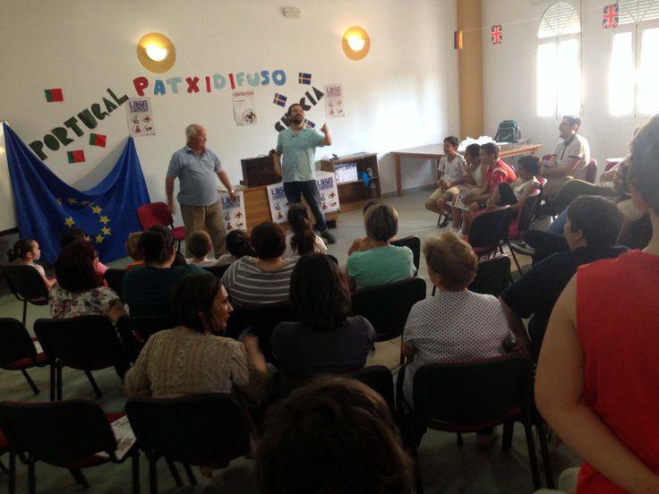 Sesión de cuentos para público familiar con el cuentacuentos Patxidifuso en la Casa de Cultura de Vivares (Badajoz) dentro del Plan de Fomento de Lectura de la Diputación de Badajoz y la Fundación Germán Sánchez Ruipérez | Un libro es un amigo
