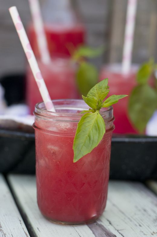 Watermelong fizzy cocktail. Summer drinks.