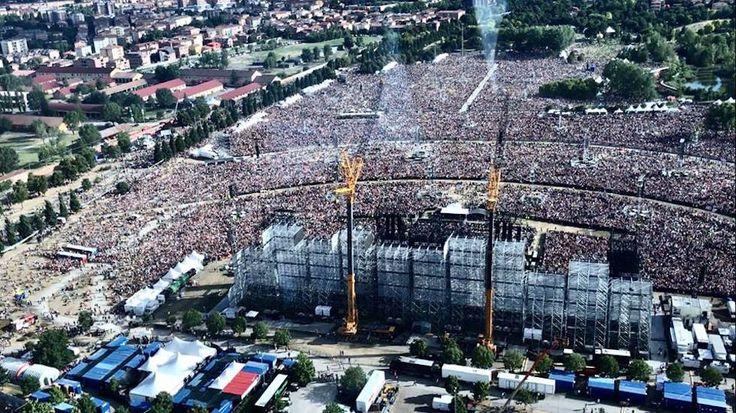 Il Parco Ferrari di Modena visto dall'alto ieri (Vasco Rossi su Facebook)  Il concerto di Vasco Rossi a Modena, le foto - Il Post