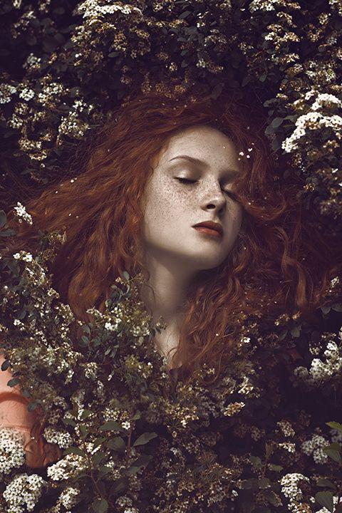 Verfallen in einen ewigen Schlaf, nur wartend darauf, aufgeweckt zu werden... So verweilte sie Jahr um Jahr, wunderschön in ihrer Anmutigkeit, doch wurde nie gefunden.