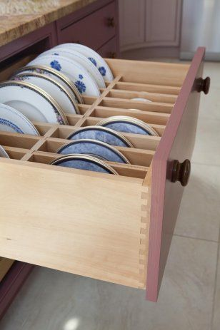 Storage drawer for plates