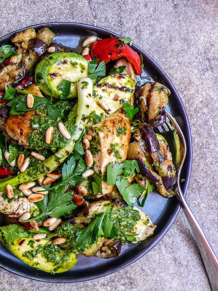 Grillet salat med kylling, squash, aubergine og urteolje