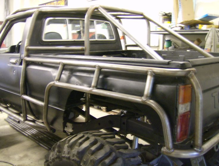 Cutsom Rock Crawler Created By FLEX POINT OFF ROAD, located in Redding CA (530) 244-7709 ...a custom roll cage created around a Toyota body
