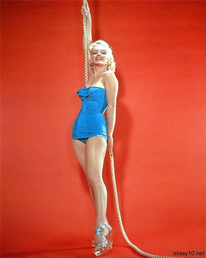 Marilyn Monroe In Blue Marilyn Monroe Unluler Ve Insan