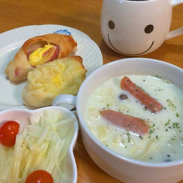 harupinkusagiまたまた雪☃の朝です。 #ミルクスープ にしました。 GOPANお米パンは、生地が重め#もっちりパン です。  #朝ゴ飯#オウチゴハン#朝飯#おうちごはん#お家ご飯#あったかいご飯#家飯#instfood#instafood#homecooking #朝パン#パン大好き#breads#パン焼きました#hb#ホームベーカリー#bread #GOPAN#foodphoto#ゴパン#お米パン #ホームベーカリー #harupoporocafe