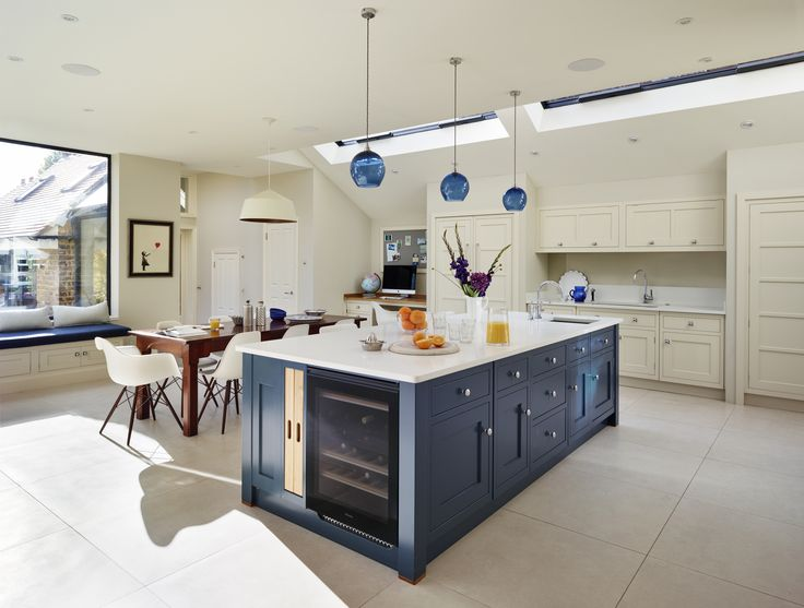 A bespoke open plan martin moore kitchen for Carriage house kitchen cabinets