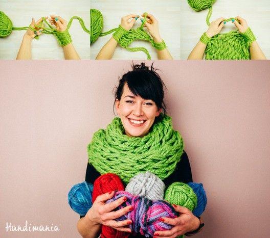Se tricoter une écharpe ou un snood en 30 minutes chrono ? C'est faisable en tricotant avec ses bras et ses mains à la place des aiguilles.