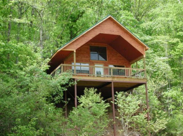 With a wide variety of cabins to choose from ranging the family friendly to the romantic rendezvous point, there is a treehouse for every taste at the River of Life farm. This fishing lodge is a rustic oasis in the Ozarks. This lodge has every activity that you could want to do. Canoeing, fishing, hiking, and bird watching...