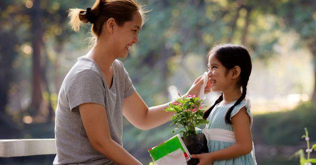 Anak 'peniru' hebat ... orangtua. Jadilah 'guru' yang baik!