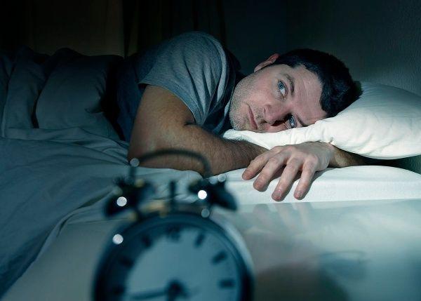 Už je to tu zase. Zobudili ste sa v strede noci a váš pohľad smeruje na hodiny. Vidíte tam ten istý čas, čo včera, predvčerom, minulý týždeň.. Každý deň sa totiž z nepochopiteľných príčin zobudíte v rovnakú hodinu. Ako je to možné?