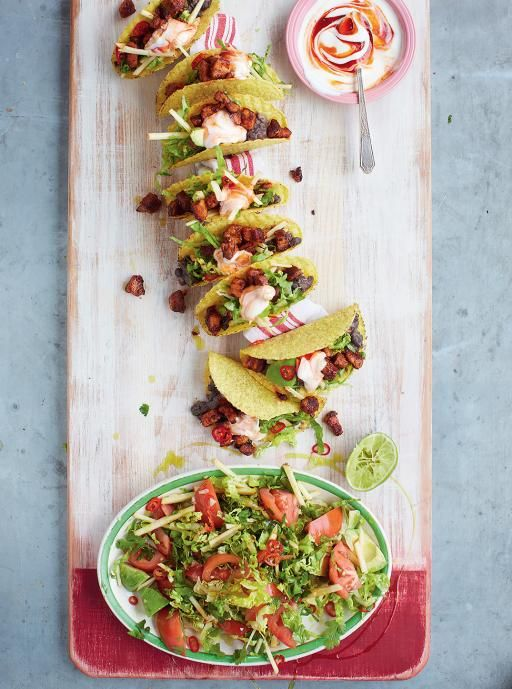 Pork Tacos with spicy black beans and avocado and apple salad - Tacos di maiale (pancetta) con fagioli neri speziati e insalata di avocado e mela - Jamie Oliver