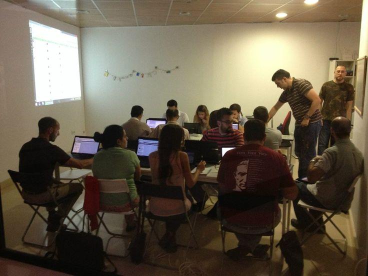 Gente que piensa. Taller Hootsuite en el Espacio de Coworking Colaborando. Alcalá de Guadaíra. Julio 2014. Siempre práctica