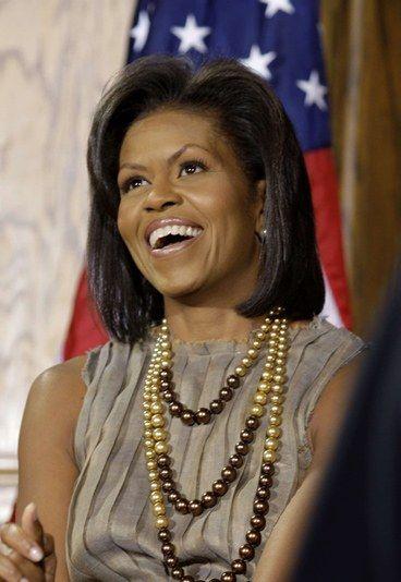 Michelle Obama:En 2009, cuando Obama fue elegido presidente, Michelle Obana se convirtió en la primera Primera Dama de color en la historia de los Estados Unidos.  Michelle es una da las mujeres más apreciadas del mundo, tanto por su dedicación al voluntariado como por su elegancia.