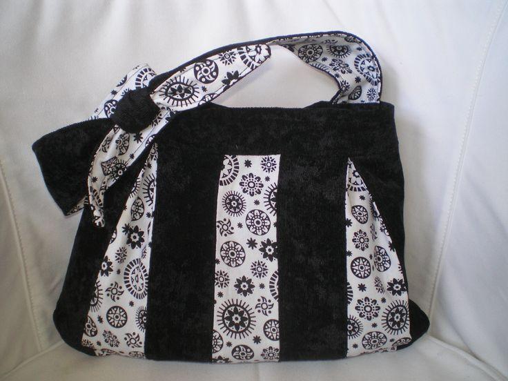 Black and white bag. Hobbysuli design and product. Handmade.
