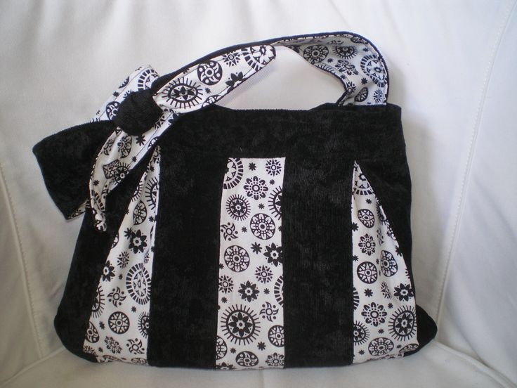 Black and white bag. Hobbysuli design and product. Handmade.