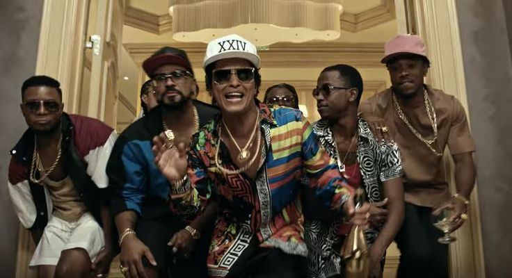 "Bruno Mars Channels The '90s And Goes Big In Vegas In His Newest Single '24K Magic' - Bruno Mars Channels The '90s And Goes Big In Vegas In His Newest Single '24K Magic' This isn't a huge departure from ""Uptown Funk"" but it's so catchy that we're not sure we care. Fecha: October 7 2016 at 12:38PM via Digg: http://digg.com/video/bruno-mars-24k-magic-video-drop-new?utm_source=ifttt - Sigueme en mi página de Facebook: https://www.facebook.com/peliculas.mundoalegre - Etiquetas: Cine Digg…"