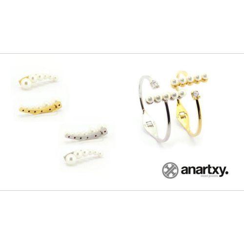 Pendientes y pulsera con perlas muy actual. #pendientes #pulseras #anartxy #perlas #dorado #plateado #aceroquirurgico