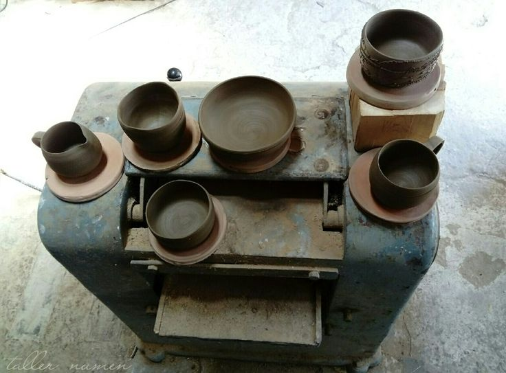 Terracota francesa en @tallernumen  #mumusu #ceramic #clay #alicante  #experimental #wheelthrownpottery