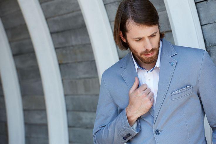 Summer men blazer, light blue.  http://www.roy.eu/