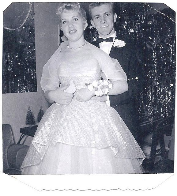 Pictured are the extremely popular American Bandstand couple Bob Clayton & Justine Carrelli.