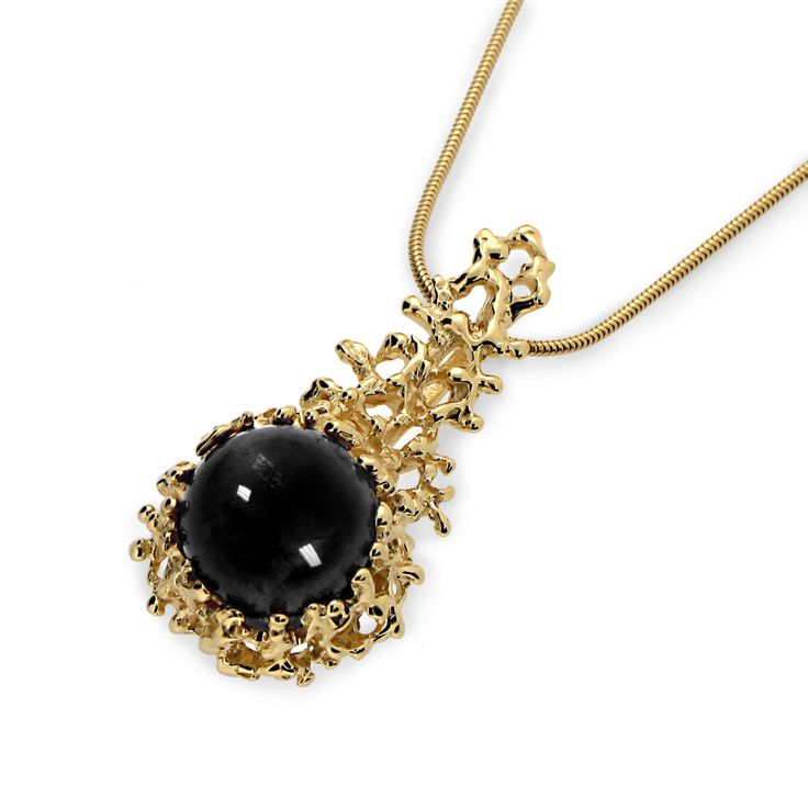 KORAAL 14K Gold Pendant Necklace, Gold Onyx ketting bruiloft, Zwarte Onyx hanger ketting, Onyx ketting, zee Inspired Jewelry door arosha op Etsy https://www.etsy.com/nl/listing/399824487/koraal-14k-gold-pendant-necklace-gold