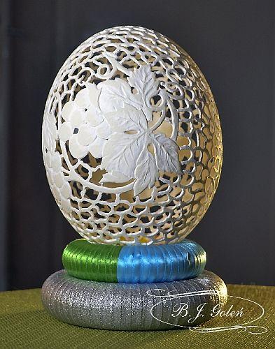 ostrich egg pisanka strusia hand carved ostrich egg this ostrich egg made by Bogusława Justyna Goleń Ażurowe Pisanki